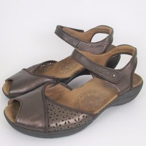 Taos 8 Brown Metallic Leather Peep Toe Sandals EUC